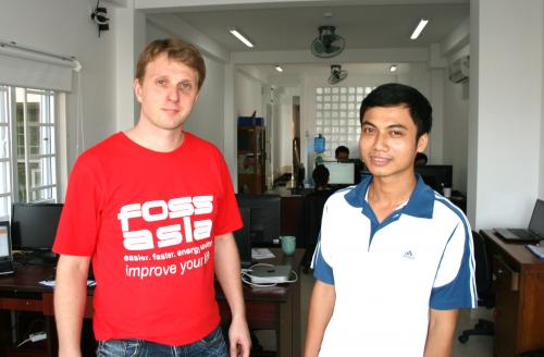 Mario Behling and Thanh Nguyen working on freifunk.net in Vietnam